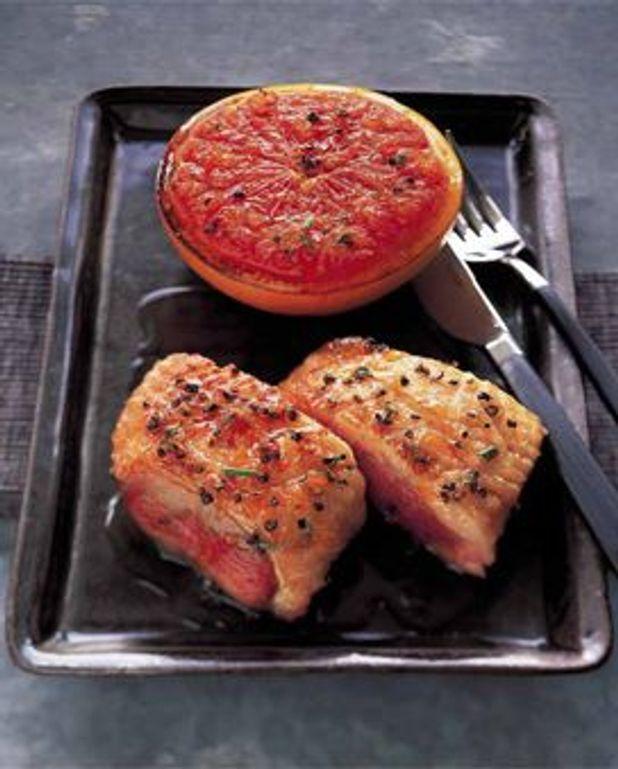 Filets de canard et pamplemousse grillé