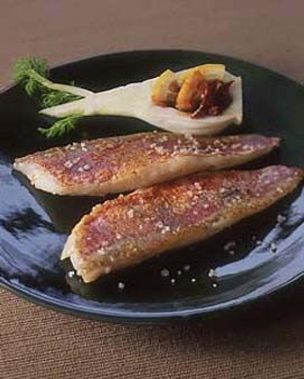 Filets de rouget grillés au sel