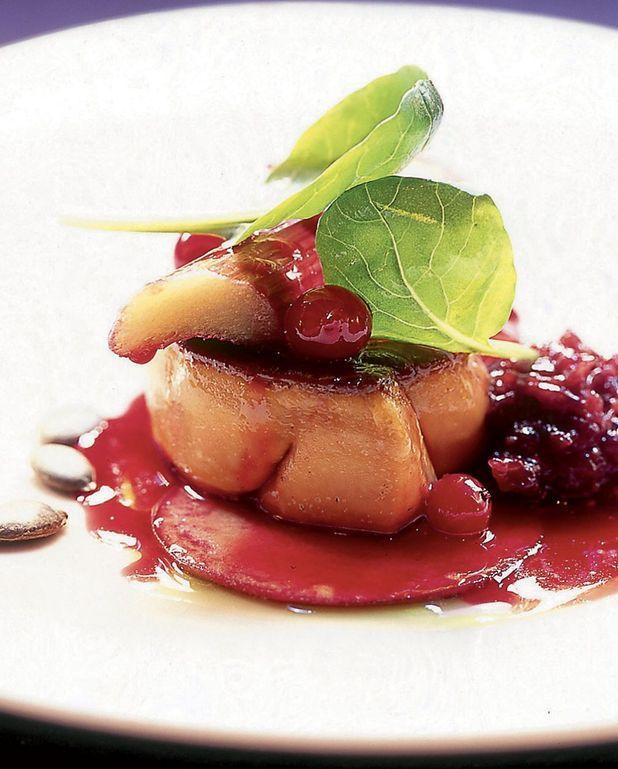 Foie gras grillé à la rhubarbe rose