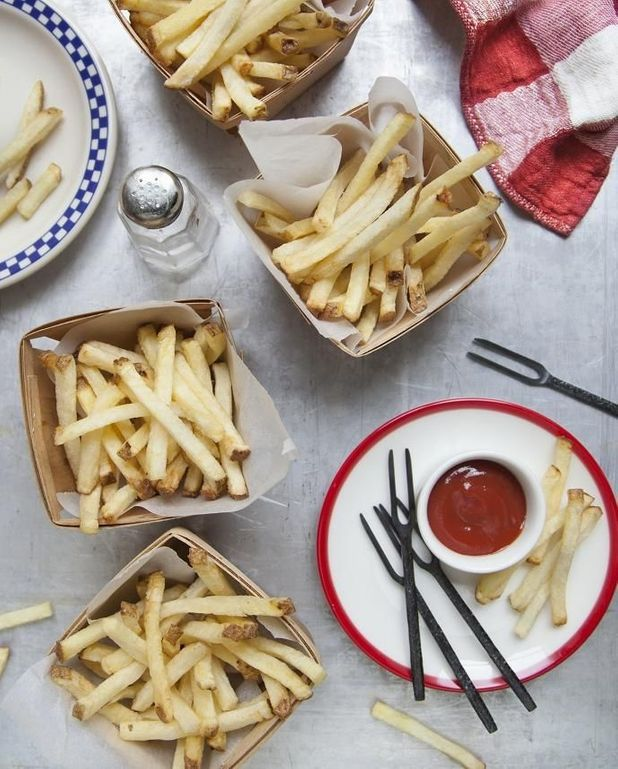 Frites de pommes de terre, spicy ketchup