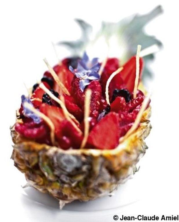 Fruits à la coque, crème au mascarpone, jus de fraise