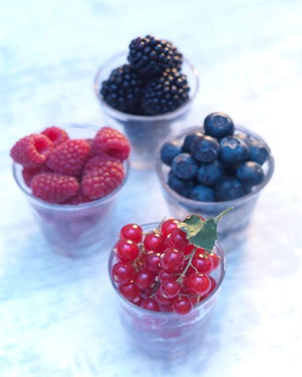 Fruits rouges rafraîchis aux fleurs