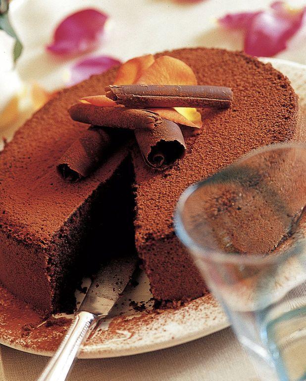 Gâteau au chocolat facile et aux noisettes grillées