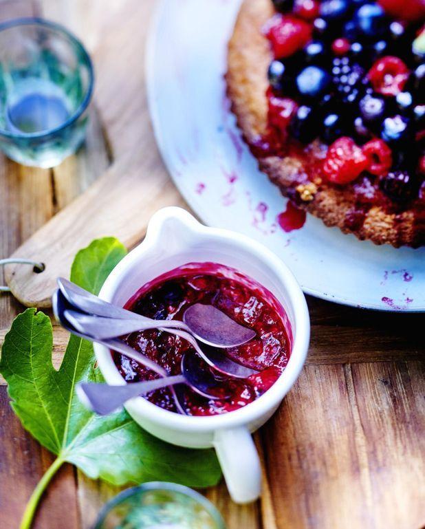 Gâteau aux amandes et fruits rouges