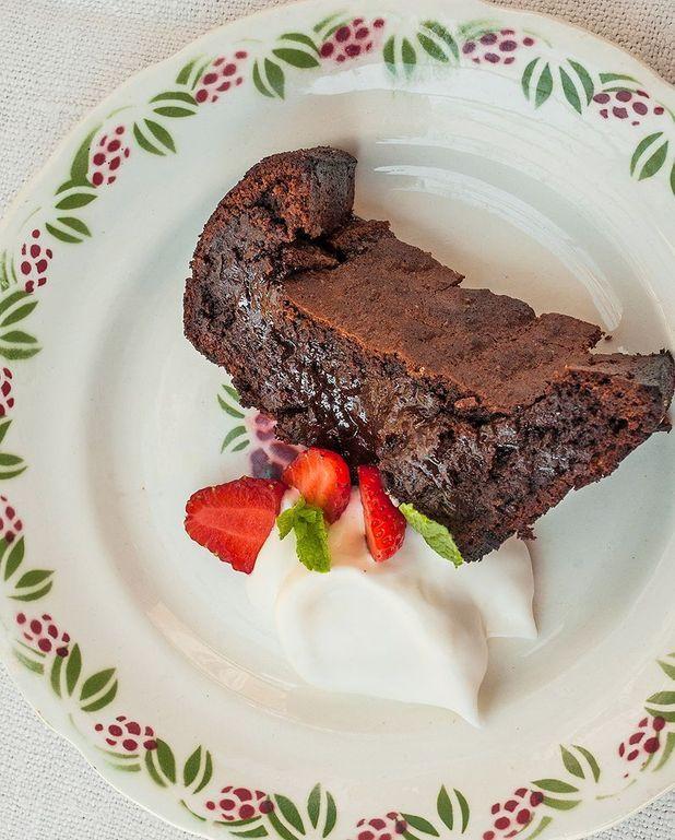 Gâteau de Zoé au chocolat noir et crème fouettée à la fleur d'oranger
