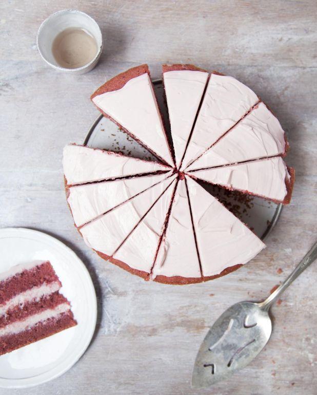 Gâteau rose à étages à la betterave