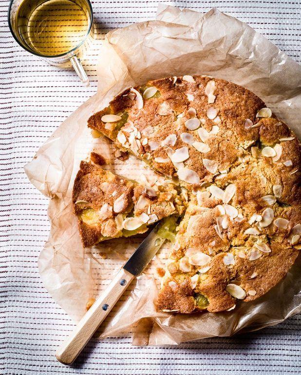 Gâteau tiède raisin-amandes