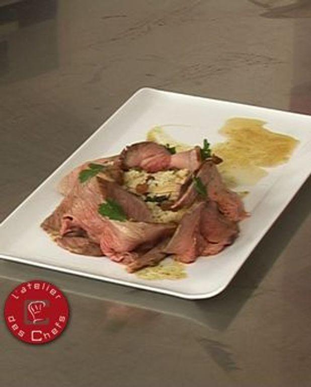 Gigot d'agneau caramélisé au cumin, semoule fine aux pommes et amandes