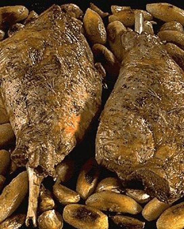 Gigots d'agneau de lait rôtis