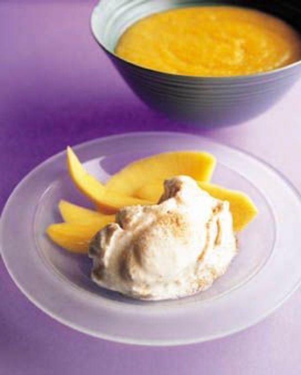 Glace au yaourt et coulis de mangue