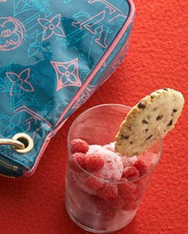 Glace rose et cookies chocolat-cacahuètes