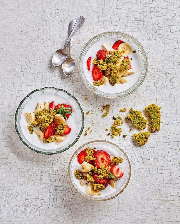 Granola, fruits et mousse coco