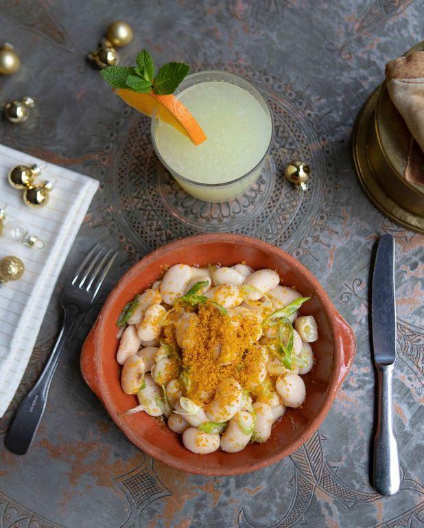 Haricots blancs à l'huile d'olive, poutargue et agrumes (Fassoulya bel zeit)