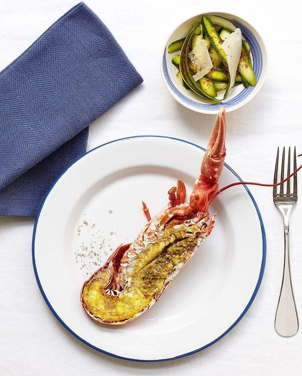 Homard tiède, salade de courgettes au parmesan