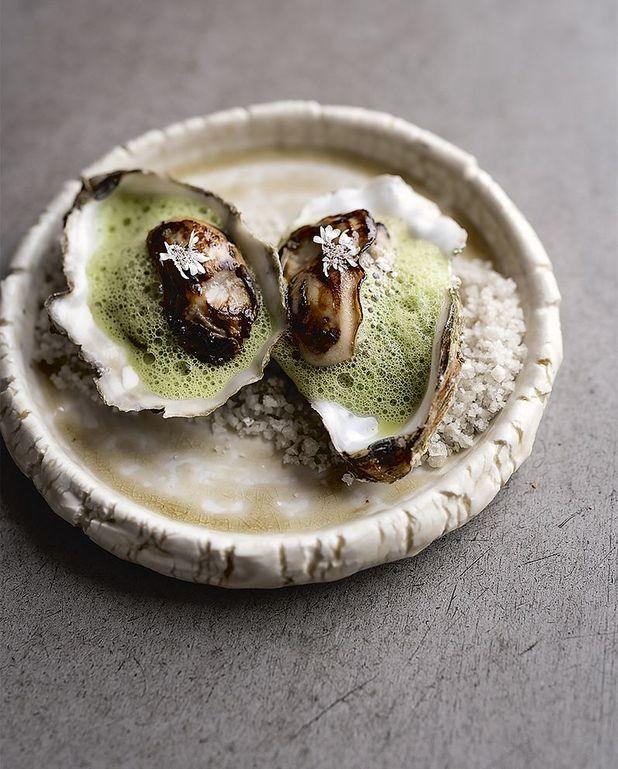 Huîtres grillées, fondue de poireau au gingembre, blette