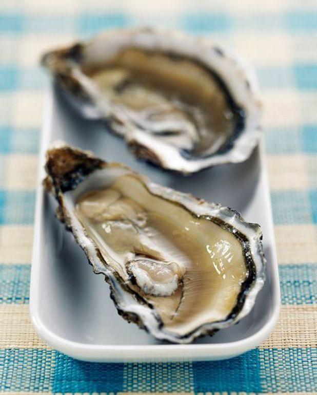 Huîtres Marennes Oléron, poivron confit et lard