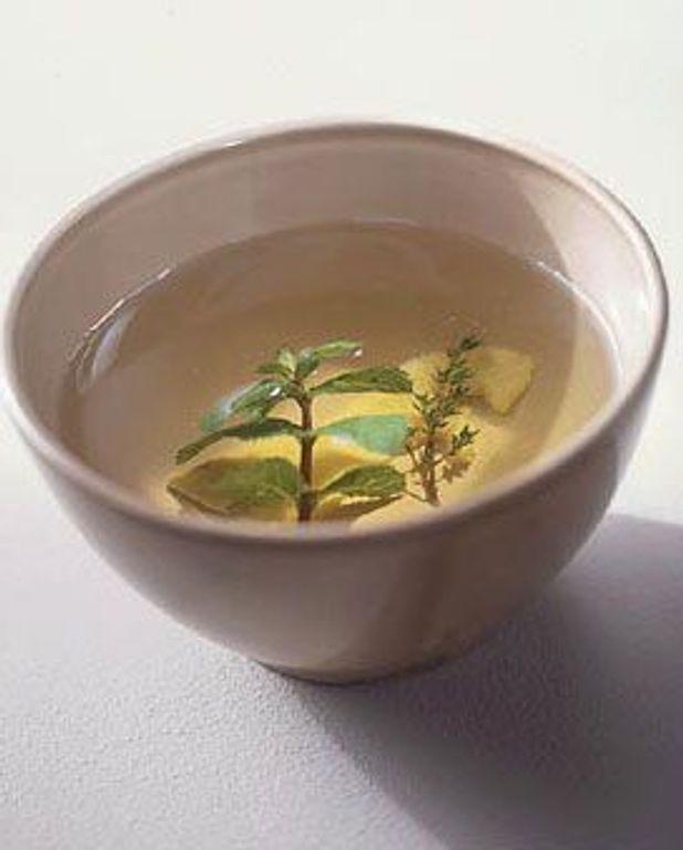 Infusion de citron, menthe et thym