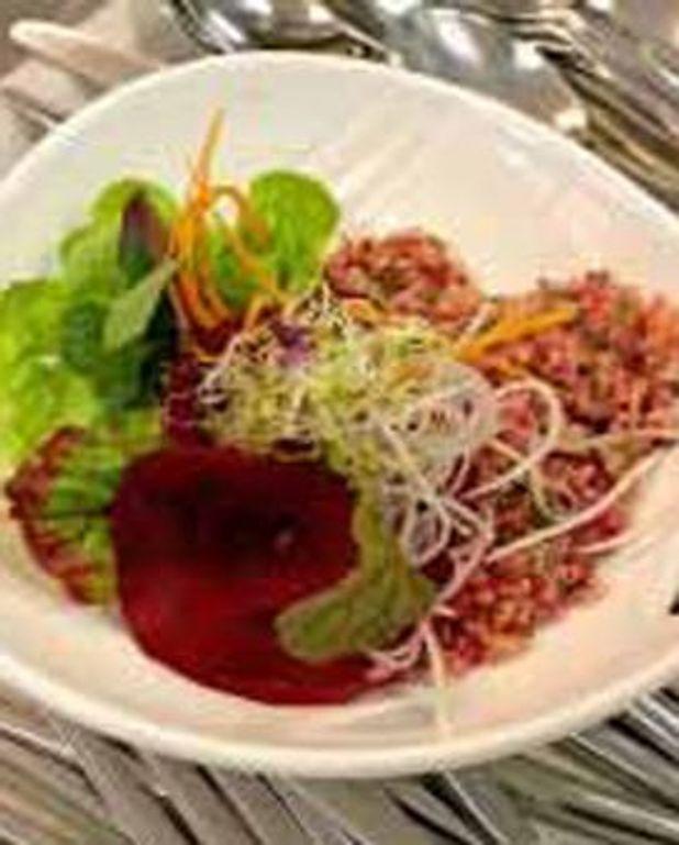 Méli-mélo de quinoa, betterave, carotte et navet au gomasio.
