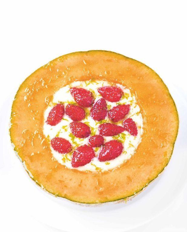 Melon à la crème et fraises des bois