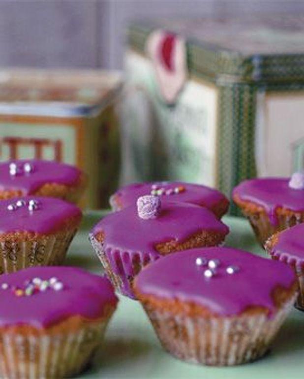 Mini-gâteaux glacés en rose