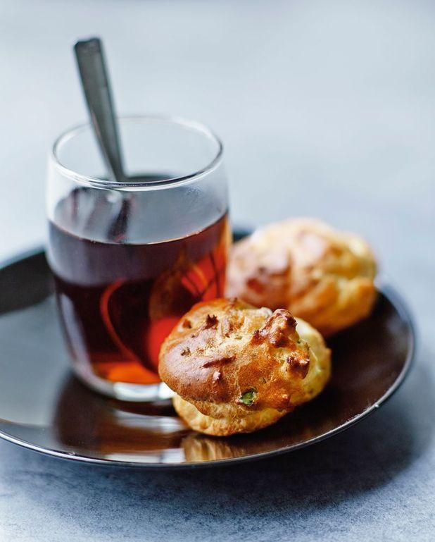 Mini-gougères au gorgonzola et aux noix