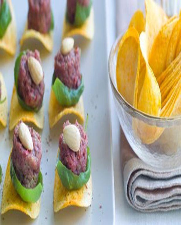Mini tartares de boeuf aux amandes sur tuiles
