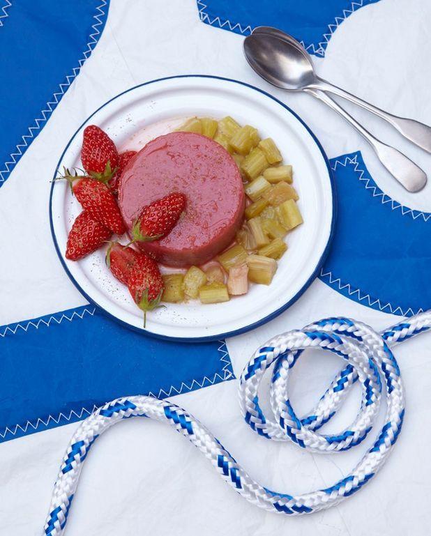 Mousse à la fraise et rhubarbe aux épices