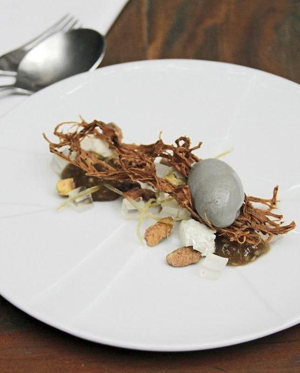 Mousse d'aubergine, chèvre et glace au sésame