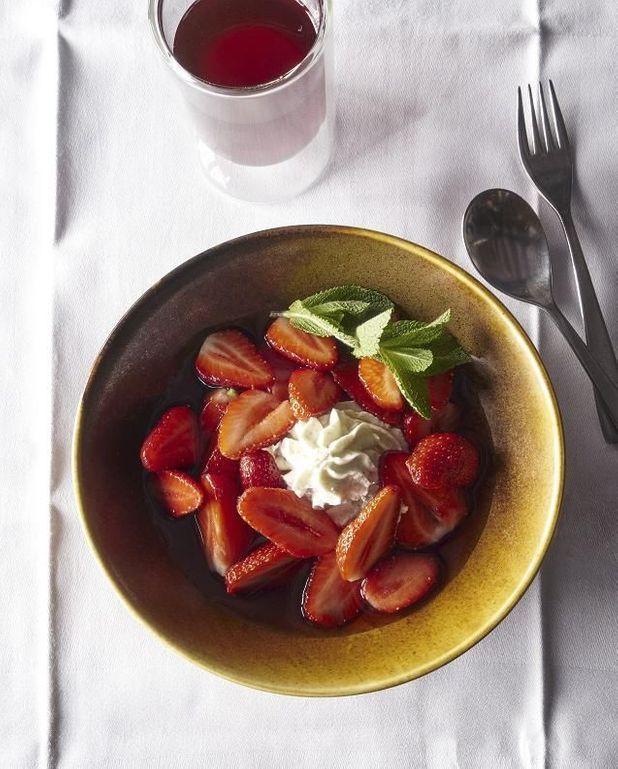 Nage de fraises à la menthe poivrée