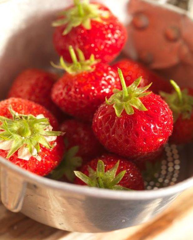 Nage de fraises au vin rouge