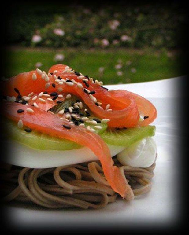 Oeuf poché et tartelette kiwi-saumon