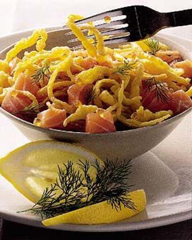 Oeufs filet frits sur tartare de saumon