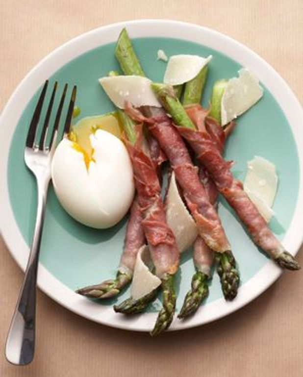Œufs mollets, mouillettes d'asperges