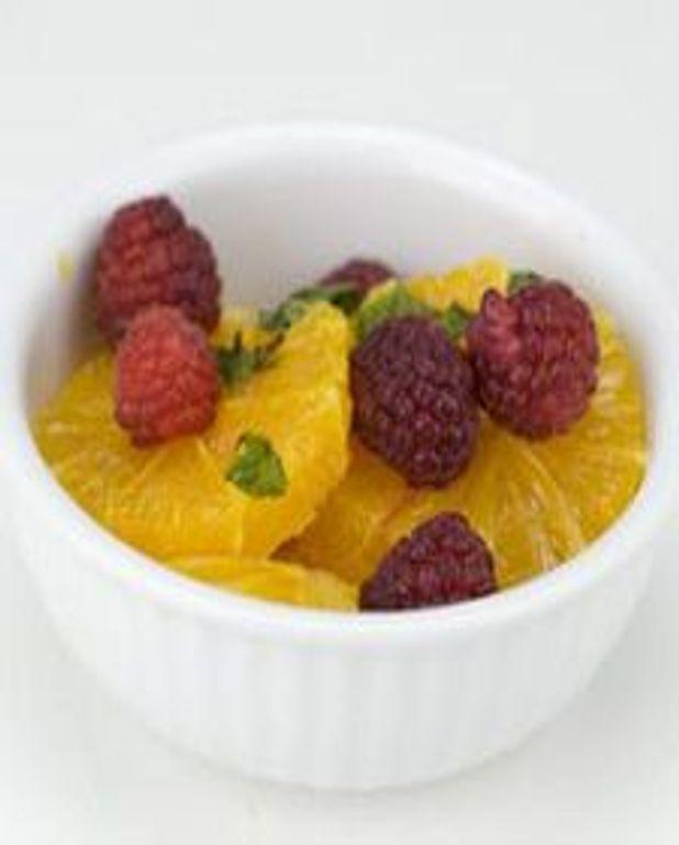 Oranges au vin doux et aux framboises