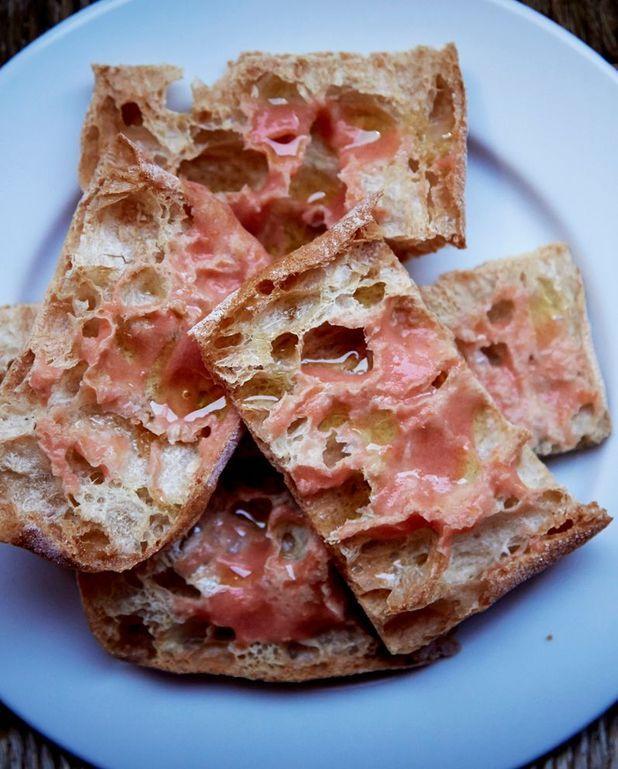 Pa amb tomaquet (pain à la tomate)
