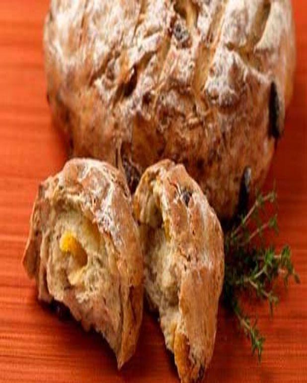 Pain aux abricots secs, thym et chèvre
