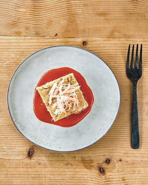 Pain aux oignons et crème de tomate