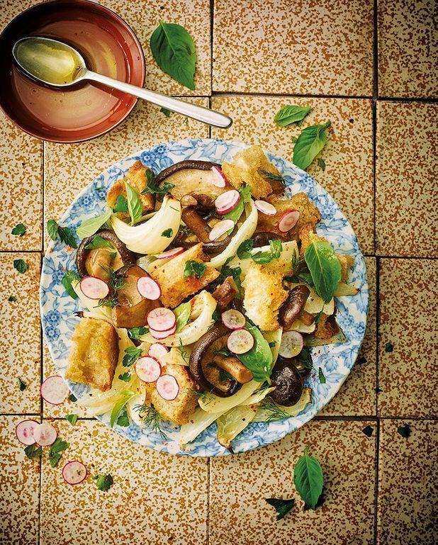 Panzanella aux shiitake et aux oignons