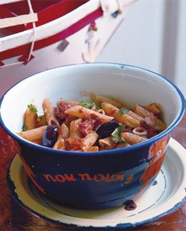 Pâtes au thon, à la tomate et aux olives