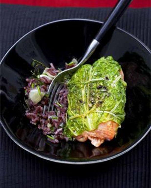 Paupiettes de chou au saumon et riz violet