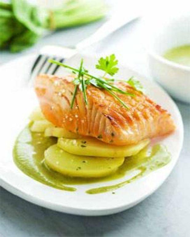 Pavé de saumon grillé à l'unilatéral, sauce à l'oseille