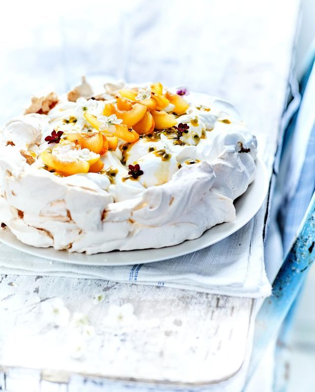 Pavlova, crème fouettée aux fruits jaunes