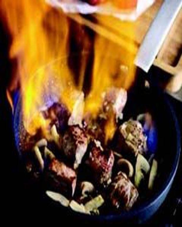 Petit sauté de boeuf à la fondue d'oignons, flambé à la Gentiane