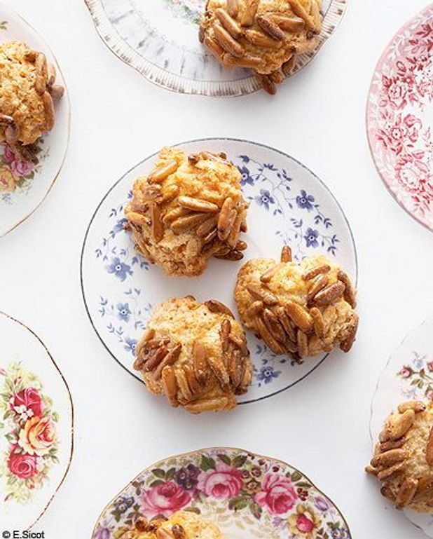 Petits biscuits pignons et amandes par Trish Deseine