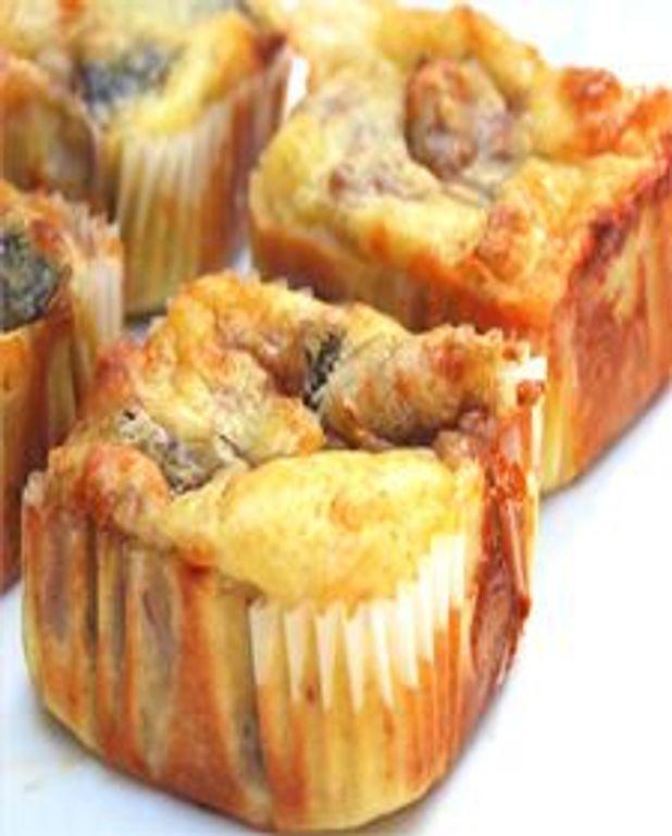 Petits cakes aux figues, fromage de chèvre et prosciutto