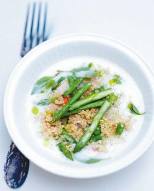 Petits légumes de printemps et quinoa