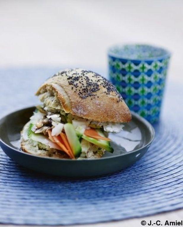 Petits pains aux graines, maquereaux et julienne de légumes