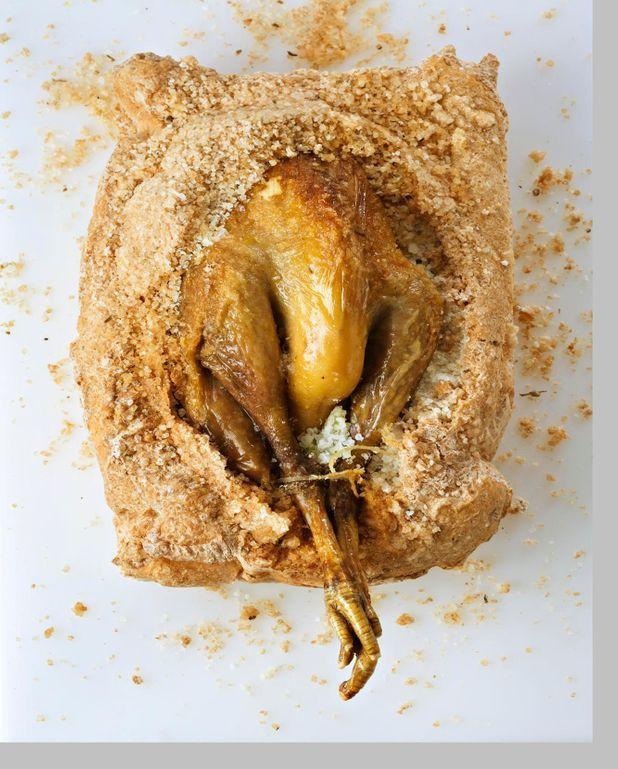 Pintade Fermière d'Auvergne rôtie en croûte de sel et Thym