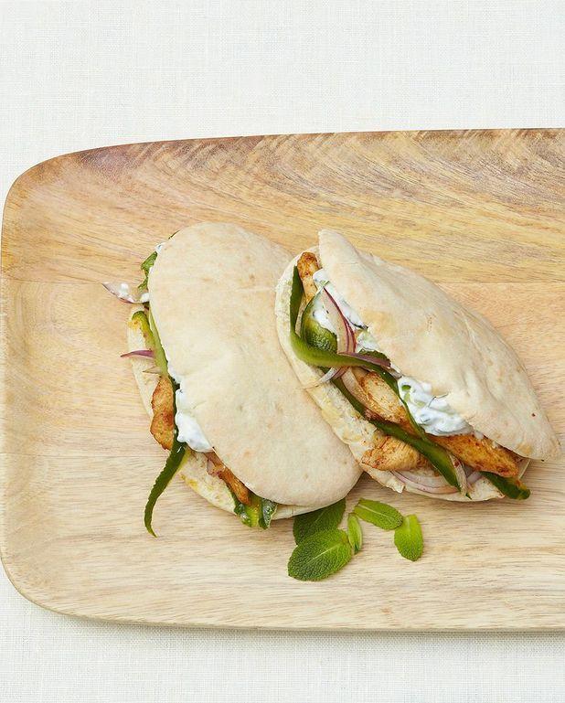 Pitas au poulet, sauce concombre