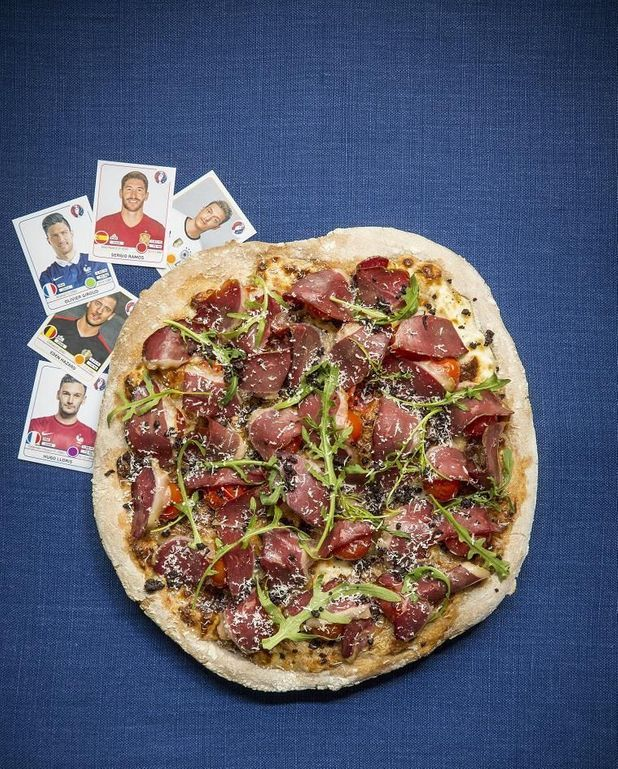 Pizza burrata magret de canard fumé